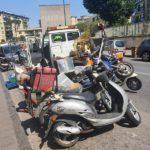 Napoli, sequestrati 10 motoveicoli modificati per trasporto alimenti senza targa e assicurazione