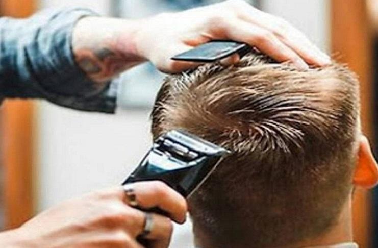 Napoli, rione Vasto: sanzionato barbiere in attività