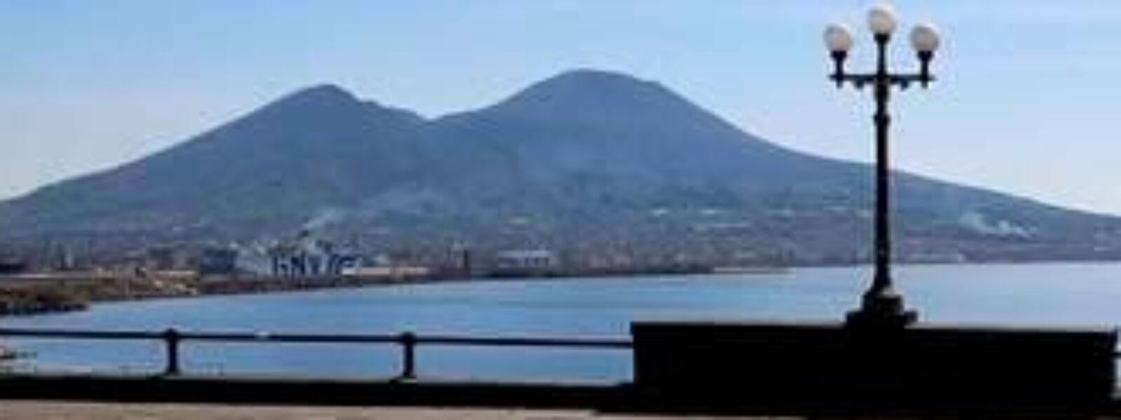 """Turisti, adesso seguite il consiglio di Debray: """"Lasciate perdere Venezia e andate a Napoli"""""""