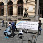 """Piazza Bovio, taglio di capelli """"in sicurezza"""": """"No a chi di nascosto infetta"""""""