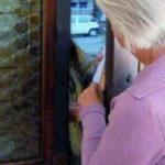Truffa ad anziana, si finge il nipote e le spilla 4mila euro per un vecchio libro: arrestato 26enne