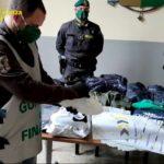 San Giovanni a Teduccio, sequestrati 2000 capi di abbigliamento contraffatti: 6 denunciati