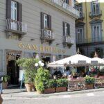 È tornato il caffè con il Gambrinus. Prima cliente una signora romana