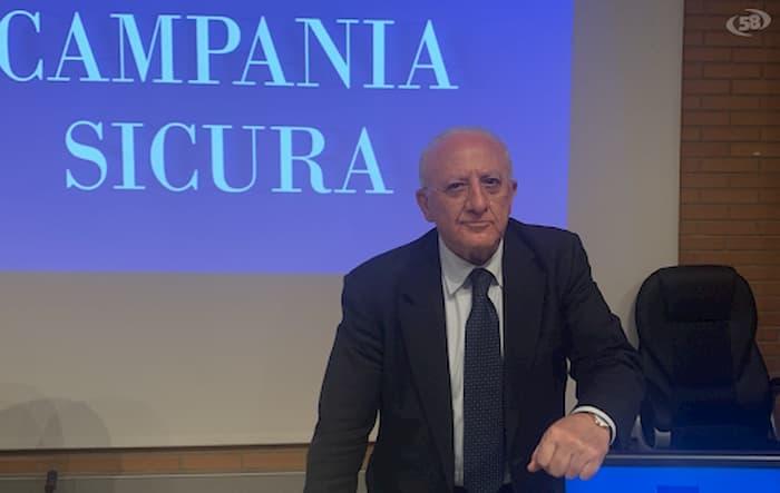 """Focolaio Mondragone, De Luca: """"Non ci sono più positivi nelle palazzine. Continuerà lo screening nelle aree contigue"""""""
