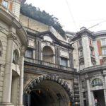 Galleria della Vittoria, cede una porzione di una parete: chiusa una carreggiata