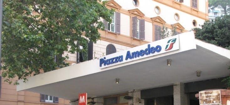 Napoli, piazza Amedeo: tenta una rapina. Fermato