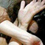 Prende a schiaffi la moglie in via Toledo: arrestato 37enne