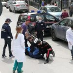 """Urla """"Non c'è nessuna pandemia"""" e viene sedato in strada. L'avvocato Angelo Pisani: """"Dittatura sanitaria"""""""