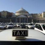"""Taxi, arriva la """"tariffa Covid"""": corse a 6 euro e sconti per spostarsi a Napoli nella fase 2"""
