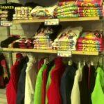 """Fiabe e abiti contraffatti dei  """"Me contro te"""": maxi sequestro nel Napoletano. Fermato 53enne di Trieste"""