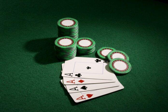 Fiches e carte da gioco - gioco d'azzardo
