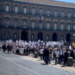 """Federnoleggio Campania, la protesta in piazza a Napoli: """"Lo Stato ci ha abbandonati"""""""