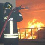 Materdei, incendia la casa e minaccia e aggredisce la moglie: arrestato