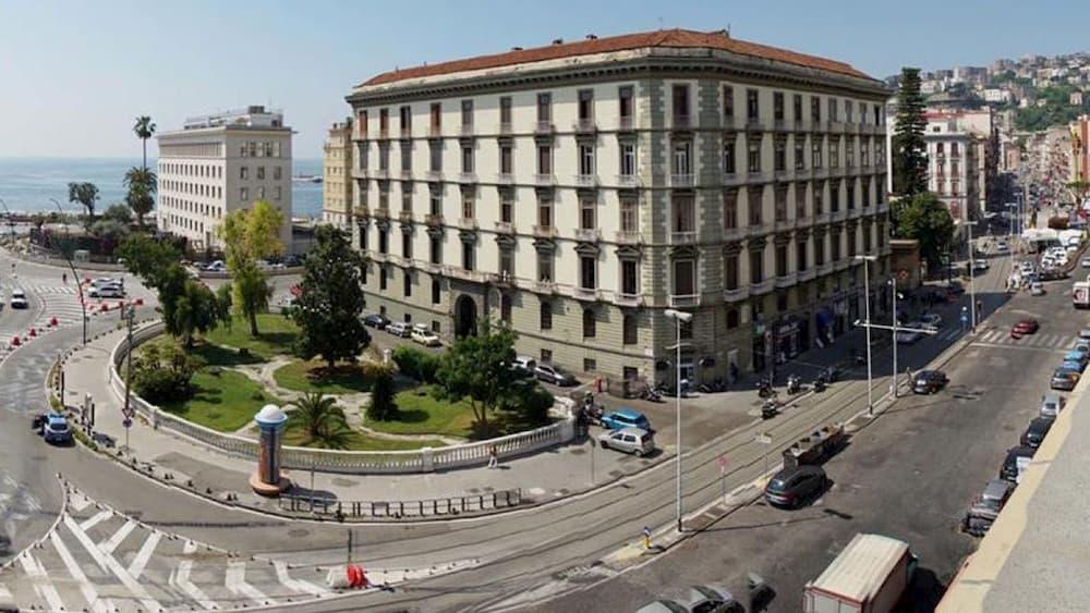 Via Riviera di Chiaia, disposto il divieto di transito veicolare: giorni e orari