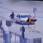 Quarto, col trucco della ruota bucata derubano un automobilista, ma i carabinieri li vedono e li arrestano