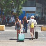 Tornano i turisti a piazza Garibaldi. Ad accoglierli disservizi e spazzatura