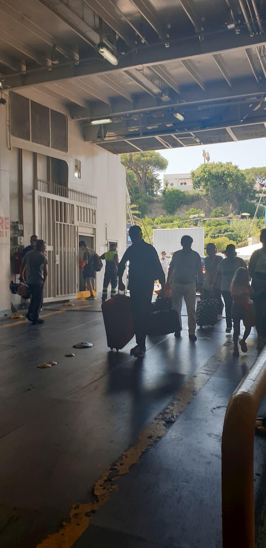 Covid, traghetti con il limite del 50% dei passeggeri: isole e armatori chiedono di abolirlo