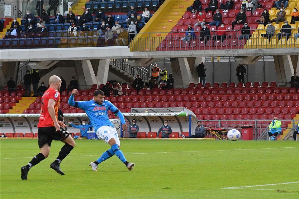 Benevento – Napoli: 1-2, comandano gli Insigne ma il gol vittoria lo firma Petagna