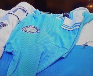 La maglia del Napoli sulla bara di Maradona