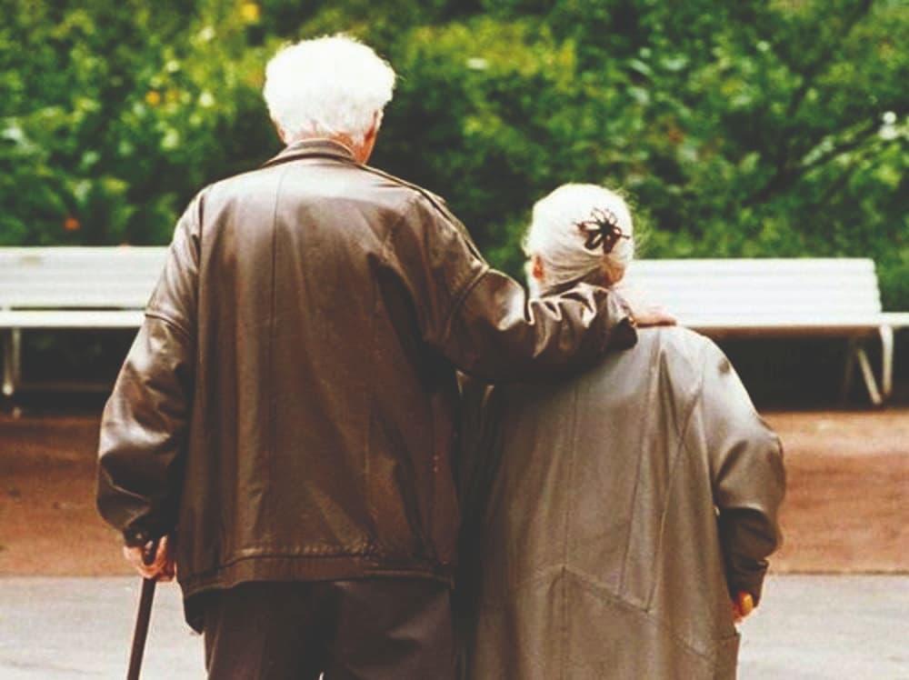 Cinque anziani per ogni bambino