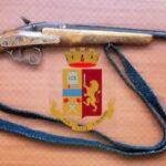 Via Manzoni, sorpreso con un fucile in casa: arrestato 21enne
