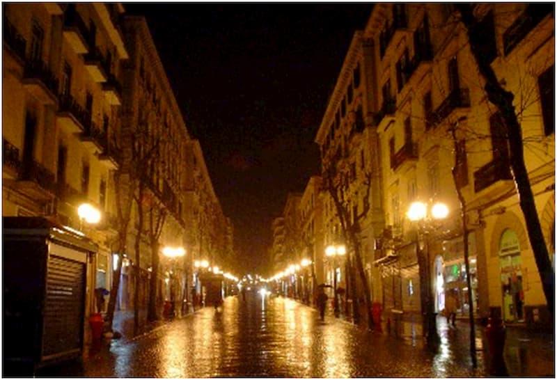 Un Natale buio anche nelle vie della città