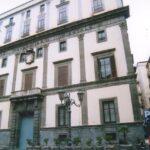 Largo San Giovanni Maggiore Pignatelli, aggredisce i poliziotti, arrestato 27enne