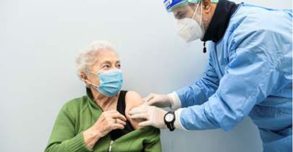Campania, vaccinato il 100 per cento degli ultraottantenni