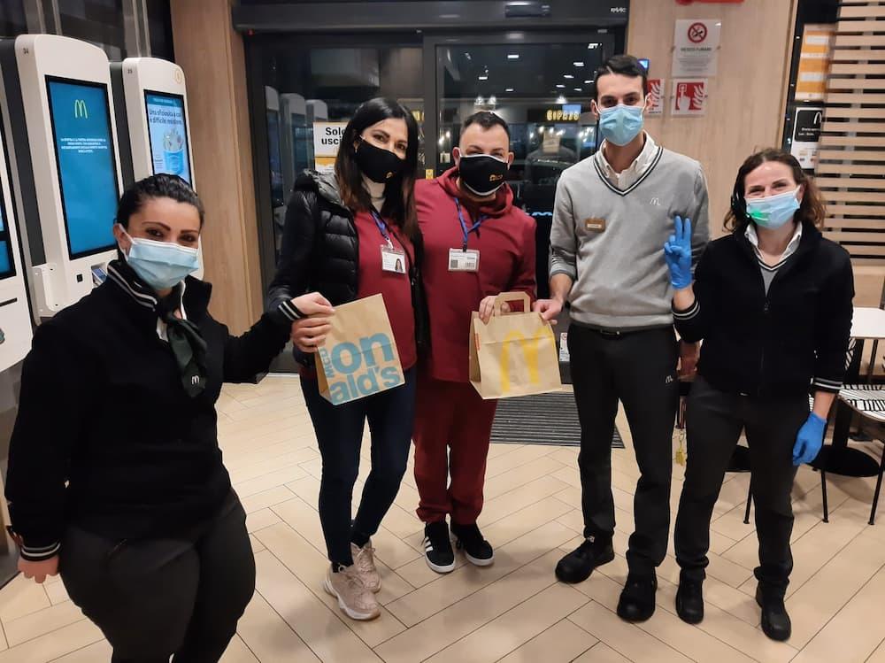 Un cheesburger di solidarietà per i bambini napoletani: la cooperativa Eco con McDonald's, Divella e Banco Alimentare
