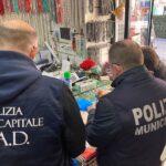 Producevano e distribuivano shopper illegali: operazione congiunta polizia municipale Napoli e Roma Capitale