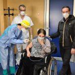 Pascale, via alle vaccinazioni: la prima paziente è una donna