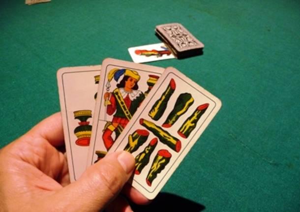 Napoli, via Depretis: sorpresi a giocare a carte dentro un b&b