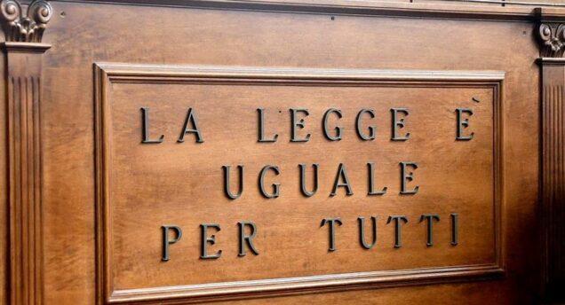 Diffama avvocato dopo condanna, multe per diecimila euro