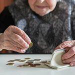 Conto pignorato, anziana in pericolo di vita costretta a fare causa alle Poste per poter ritirare la pensione