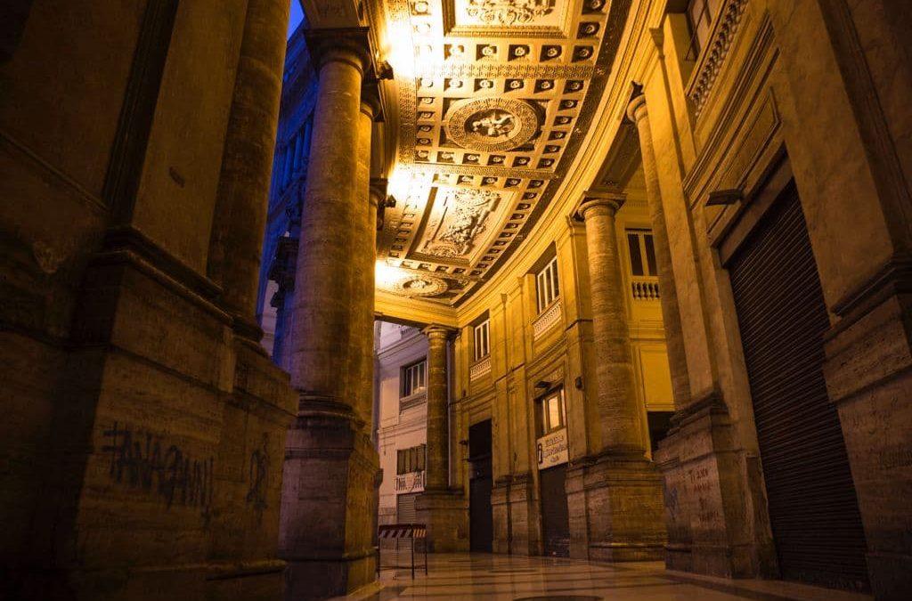 Napoli, galleria Umberto I: ripristinata l'illuminazione dei porticati di fronte il San Carlo