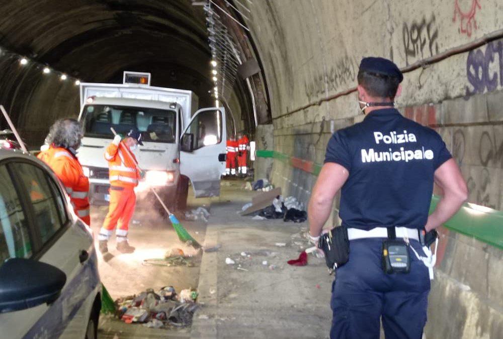 Napoli, galleria Quattro Giornate: interventi di pulizia straordinaria
