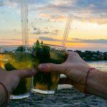 Pozzuoli, in 150 in spiaggia per l'aperitivo: sgomberato il locale