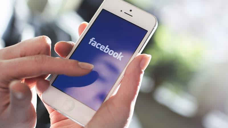 Usare Facebook può provocare invidia e depressione